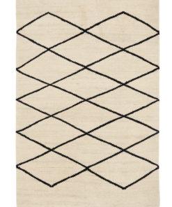 mustavalkoinen matto kudottu Sisustusstudio Vitriini