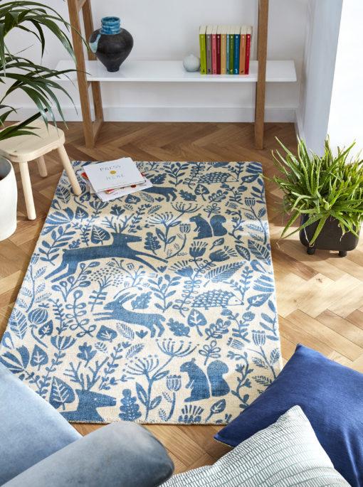 Sininen koti sininen matto akustiikka Harlequin Sisustusstudio Vitriini