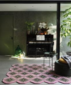 Sisustusstudio Vitriini Ted Baker TedBaker villamatto matto Iviv pink pinkki