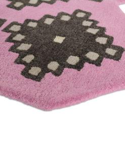 Sisustusstudio Vitriini Ted Baker TedBaker villamatto matto Iviv pinkki reuna muotoon kudottu