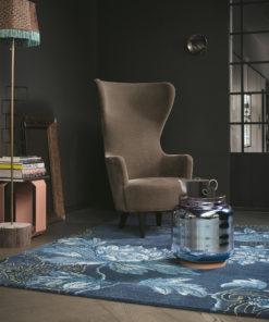 Olohuoneen matto sininen sisustus Harlequin Sisustusstudio Vitriini